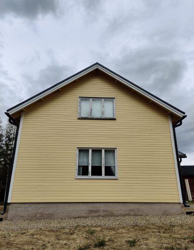 Maalattu valmis talo, Kärkimaalaus Oy Oulun seudulla.