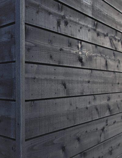Maalattu harmaa seinä, Kärkimaalaus Oy Oulun seudulla palvelee.